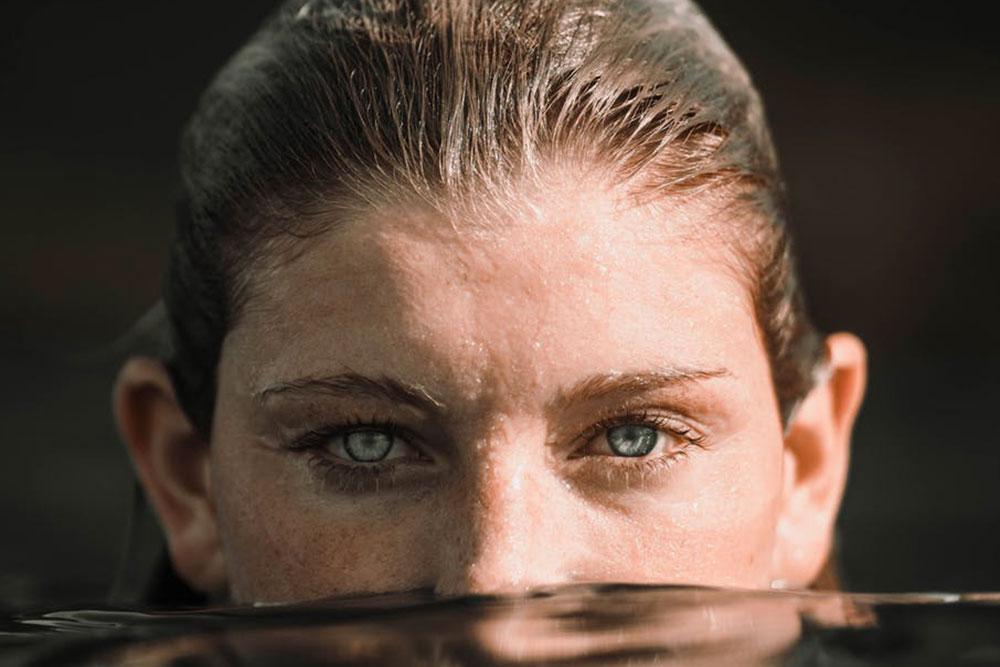 occhi donna in acqua